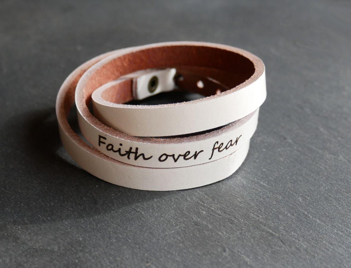 Bracelet cuir Blanc 3 tours gravé à personnaliser