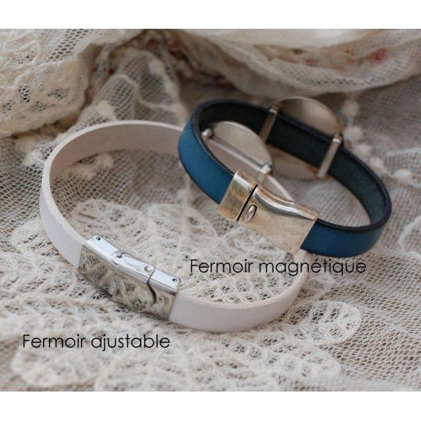 Bracelet cuir avec cabochon bois gravé serti argenté