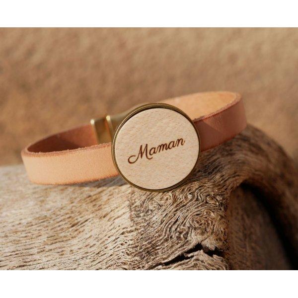 Bracelet cuir avec cabochon bois gravé serti bronze