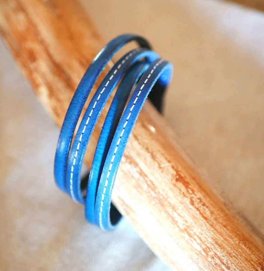 Bracelet double cuir bleu à surpiqûres et couleur au choix à personnaliser par gravure