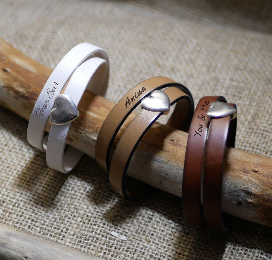 Bracelet double cuir et coeur argenté, gravure possible de vos mots