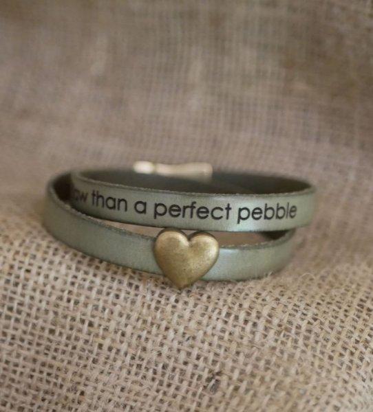 Bracelet double cuir et coeur bronze, gravure possible de vos mots