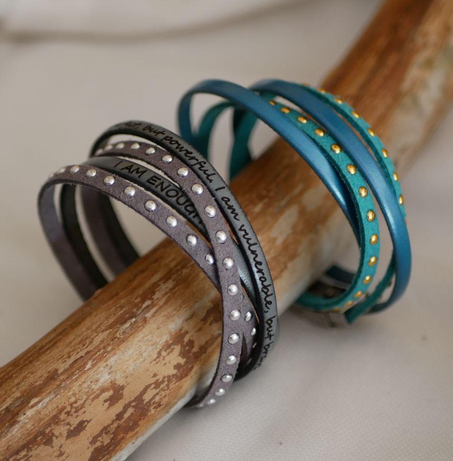 Bracelet double tour cuir et suédine gris personnalisable pour femme