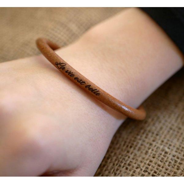 Bracelet femme cuir rond personnalisé par gravure