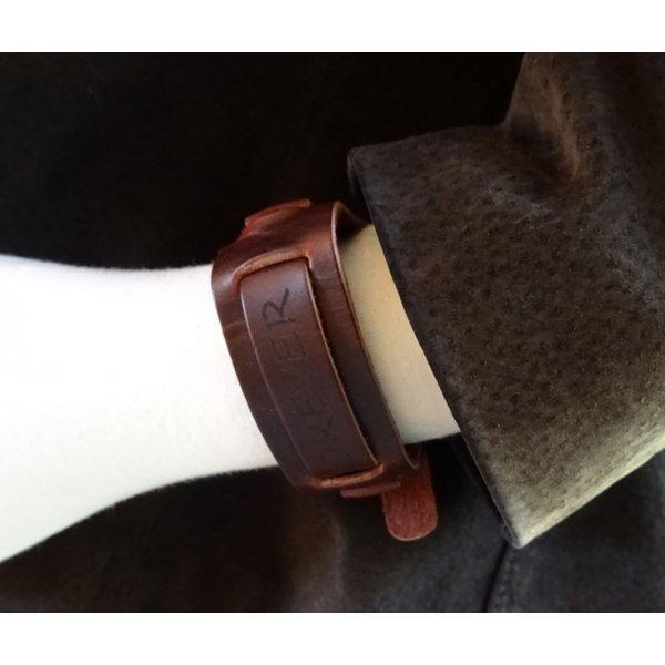 Bracelet homme en cuir marron gravé