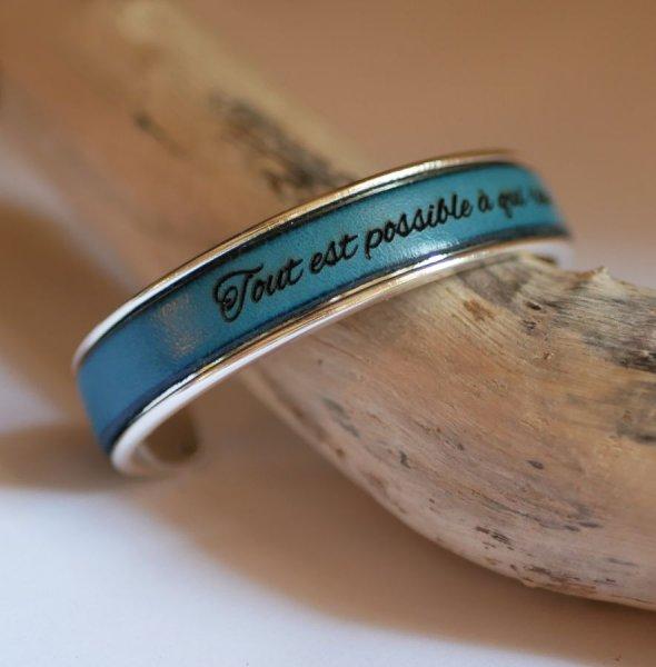 Bracelet jonc en cuir personnalisé par gravure