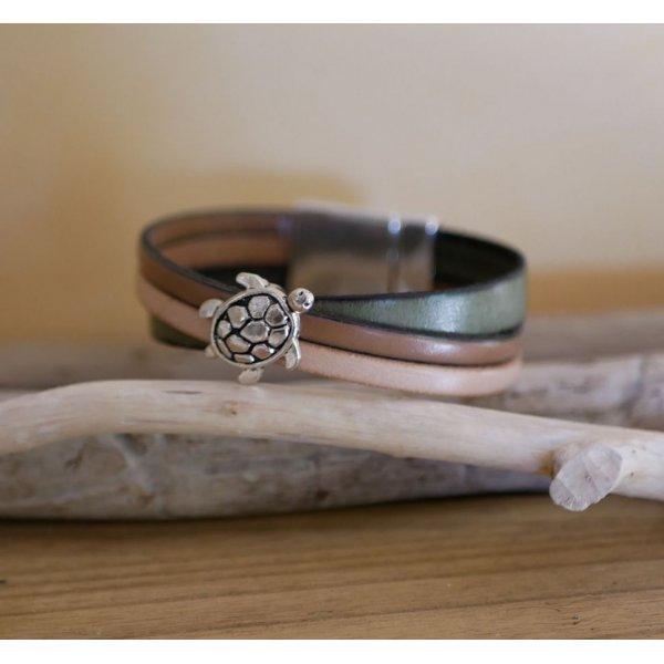 Bracelet manchette multi cuirs décor Tortue fermoir magnétique large