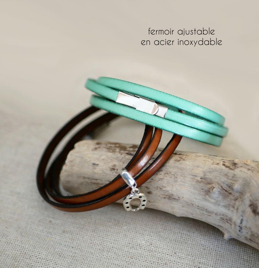 Bracelet au pendentif 3 tours de cuir personnalisable par gravure