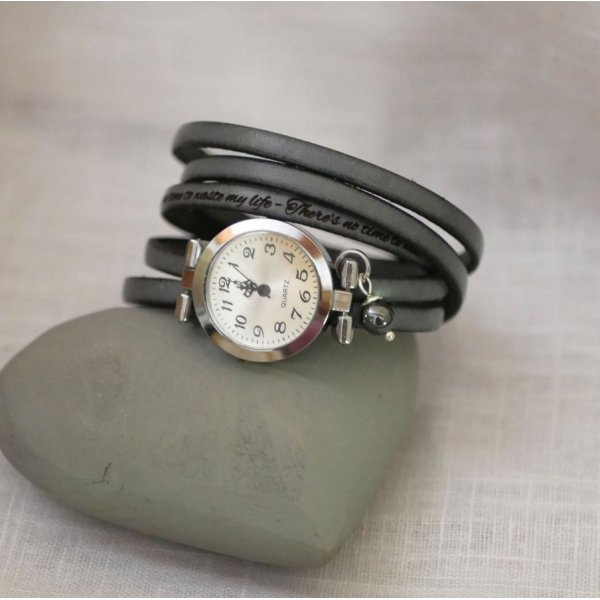 Montre argent bracelet multi tours en cuir fermoir ajustable