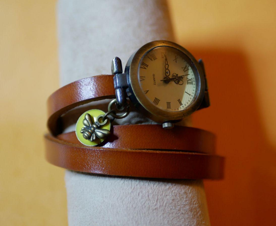Montre bracelet petite abeille et sequin jaune