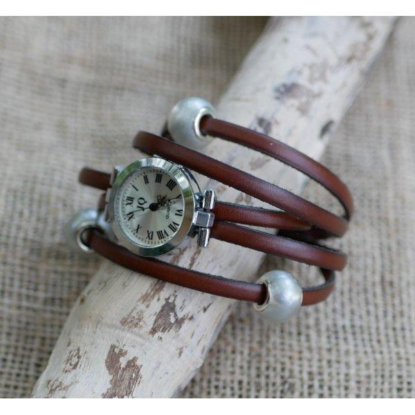 Montre bracelet 5 tours de cuir aux grosses perles argentées