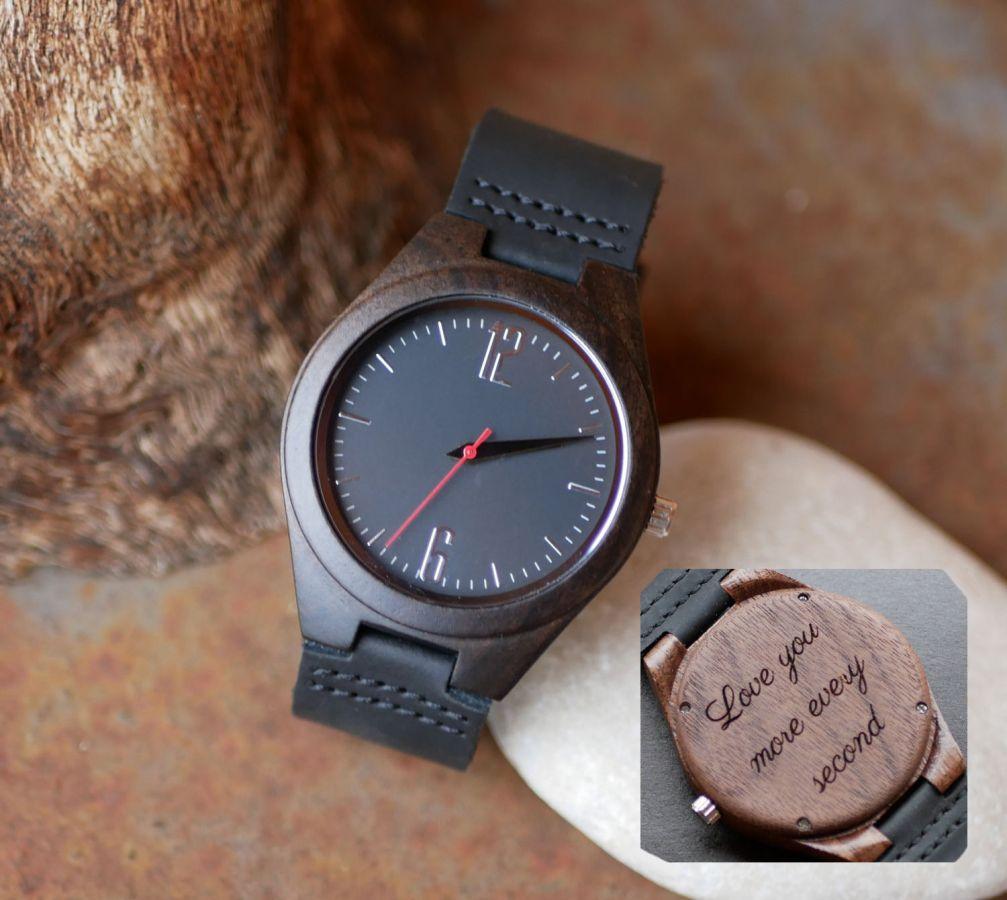 Montre cadran bois noyer sur cuir Noir à personnaliser