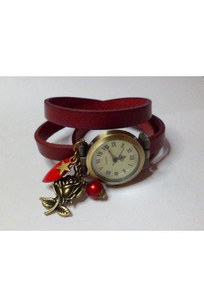 Montre très rouge bracelet cuir et breloques