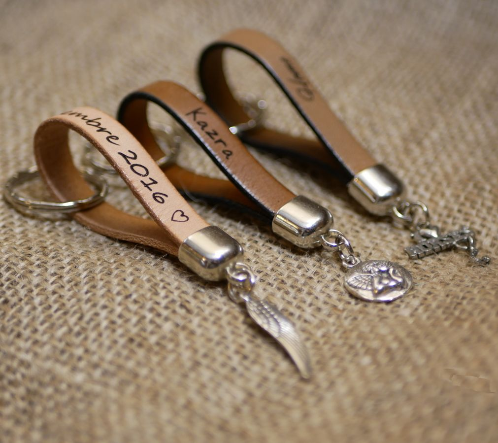 Porte-clefs Coeur en cuir à personnaliser par gravure - cadeau couple