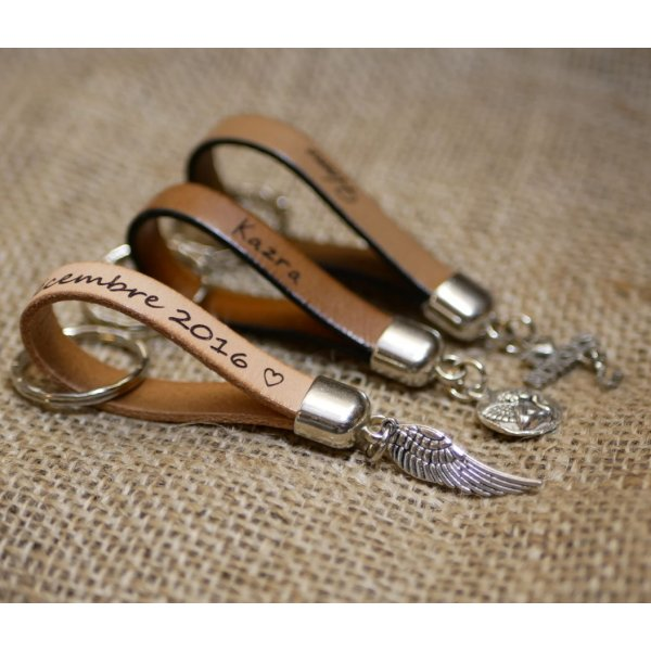 Porte-clefs en cuir à personnaliser par gravure avec pendentif au choix