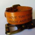 Bracelet manchette homme en cuir gravé