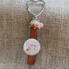 Porte-clés ou bijou de sac au cabochon thème Chocolat en cuir et perles